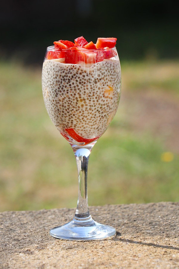 Low Carb Beerenmischung-Chia-Pudding